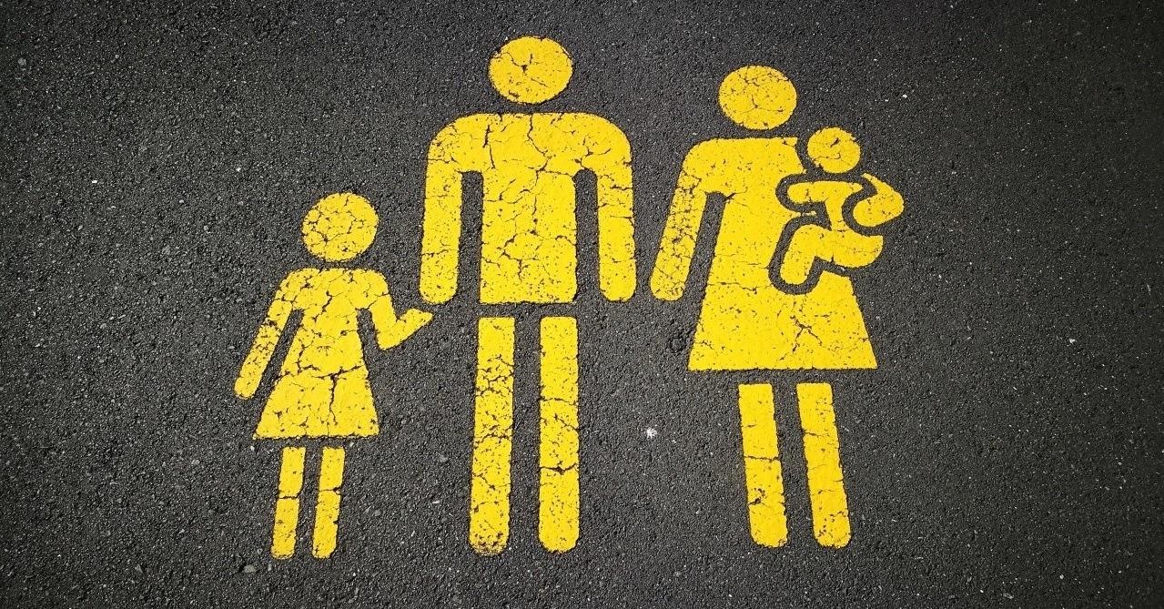 """""""La comunità famigliare di fronte ai nuovi bisogni evolutivi dei ragazzi"""" – la costruzione delle relazioni educative all'interno della famiglia"""